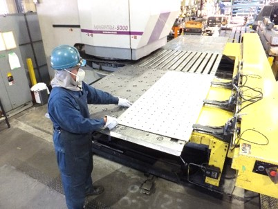 最大で9mmまでの板材をブランク加工